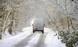 Glatte Straßen: Telematik-Einsatz im Winterdienst hilft, Chaos zu vermeiden