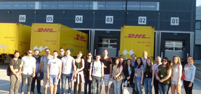 DHL Paket fördert mit Studenten Praxisaustausch