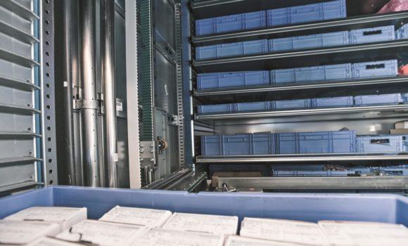 Innovativer Brandschutz von Kardex Remstar für sicheres Lagern von Motorenkomponenten