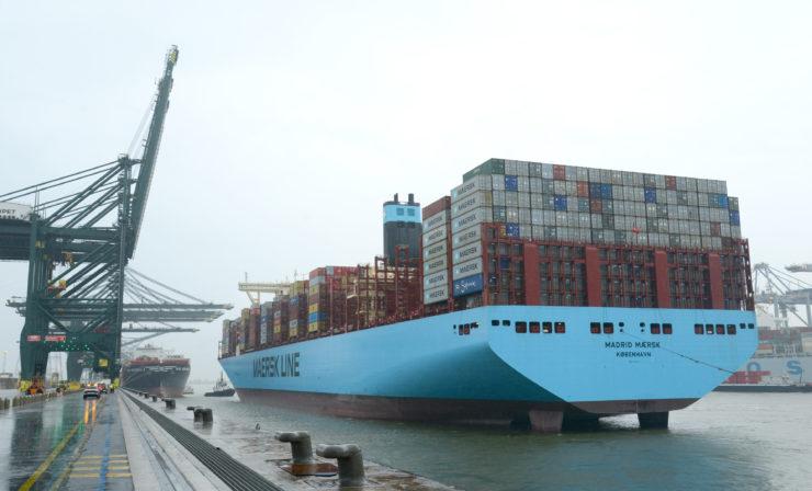 Containerriese Madrid Maersk zu Gast im Hafen Antwerpen