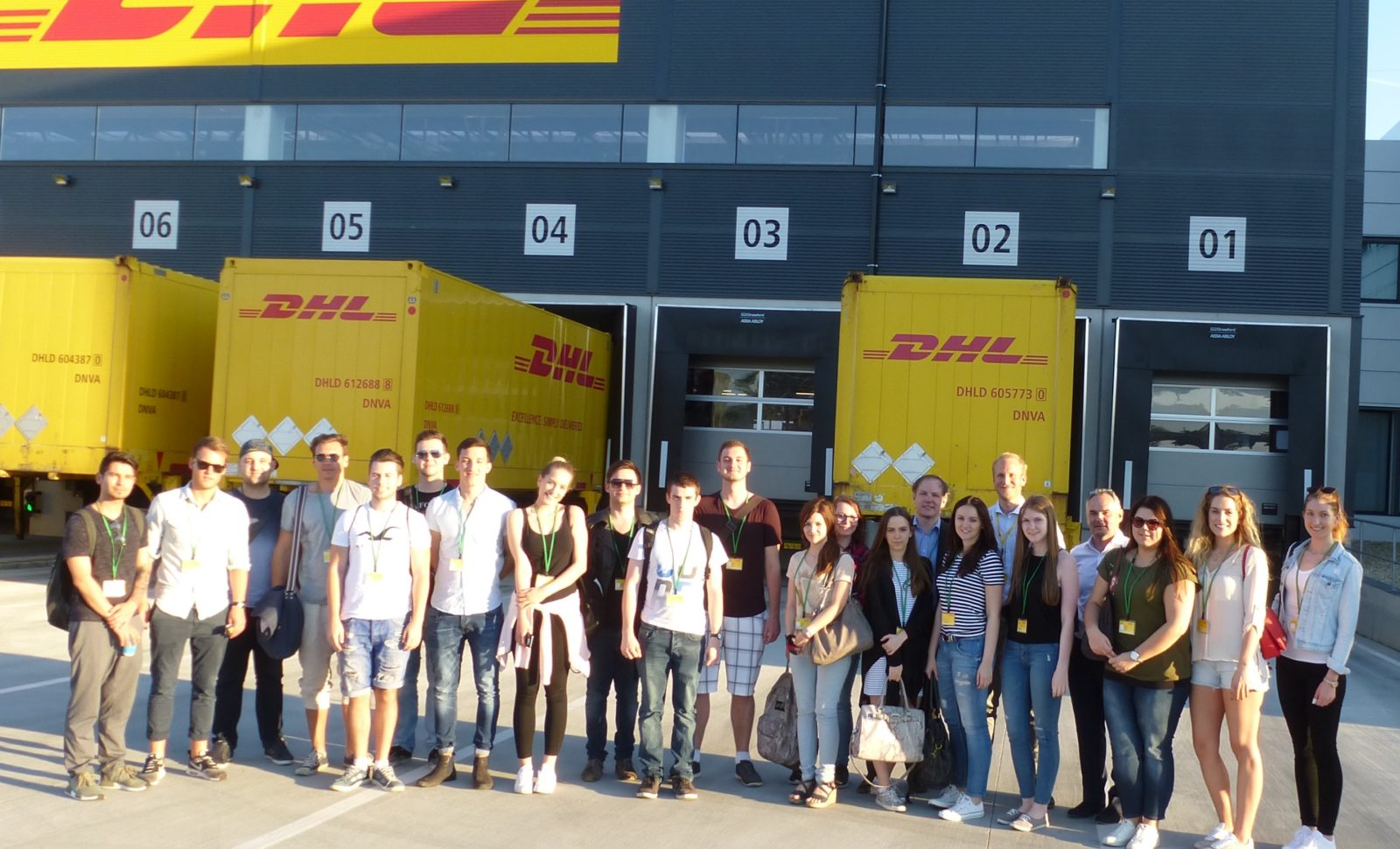 dhl paket f rdert mit studenten praxisaustausch logistik express news. Black Bedroom Furniture Sets. Home Design Ideas