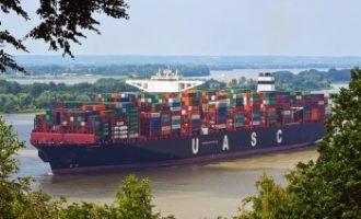Der Seegüterumschlag im Hamburger Hafen bleibt im ersten Halbjahr auf Vorjahresniveau