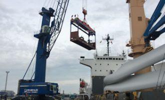 Cuxport schlägt tonnenschwere Kranteile für NYK Bulk & Projects um