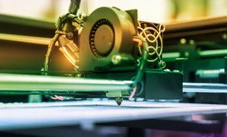 Premiere: Daimler produziert erstmals Lkw-Ersatzteil per 3D-Drucktechnologie