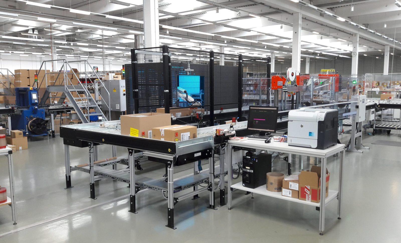 Die Verpackungslinie von Alpha Tonträger Vertriebs GmbH automatisiert mittels den Einsatz des Automated Document Applicator