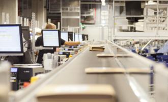 Intelligent gesteuerte Bücher, Spiele und mehr: KNV Logistik setzt auf Logistik-IT der inconso AG