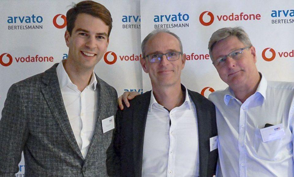 Arvato und Vodafone feiern 25 Jahre erfolgreiche Zusammenarbeit