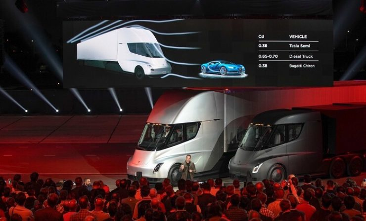 """E-Truck: Elon Musk hat den """"Tesla Semi"""" präsentiert"""
