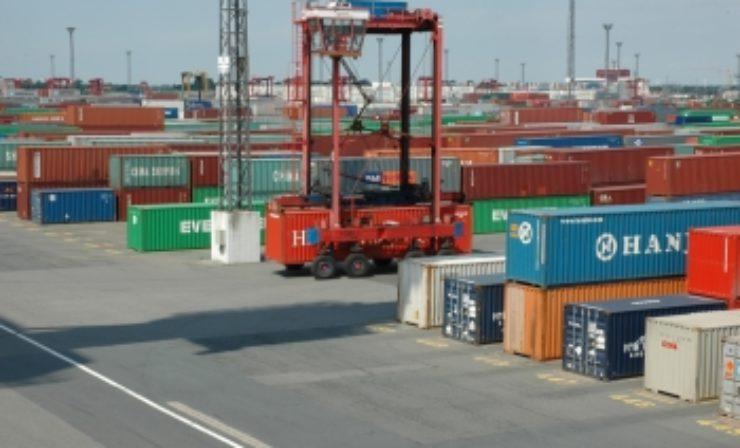Kräftige Hilfe vom Kollegen Roboter beim Entleeren von Containern