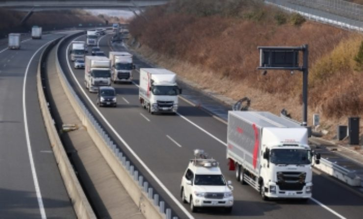 Daimler Trucks testet Platooning in Japan
