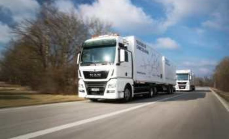 Platooning im Logistikeinsatz: MAN übergibt Pilotfahrzeuge an DB Schenker