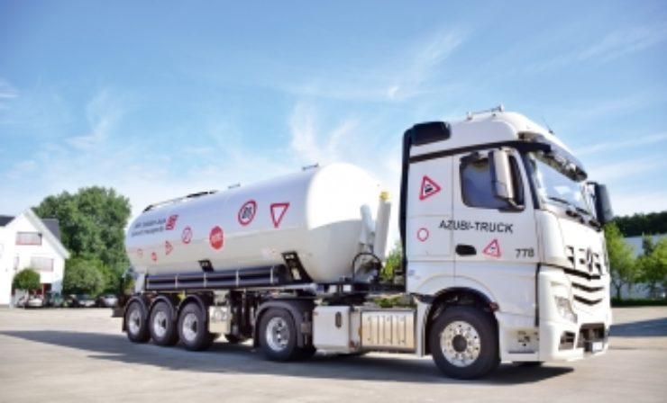 Sievert bietet mit Azubi-Truck Ausbildung auf höchstem Niveau