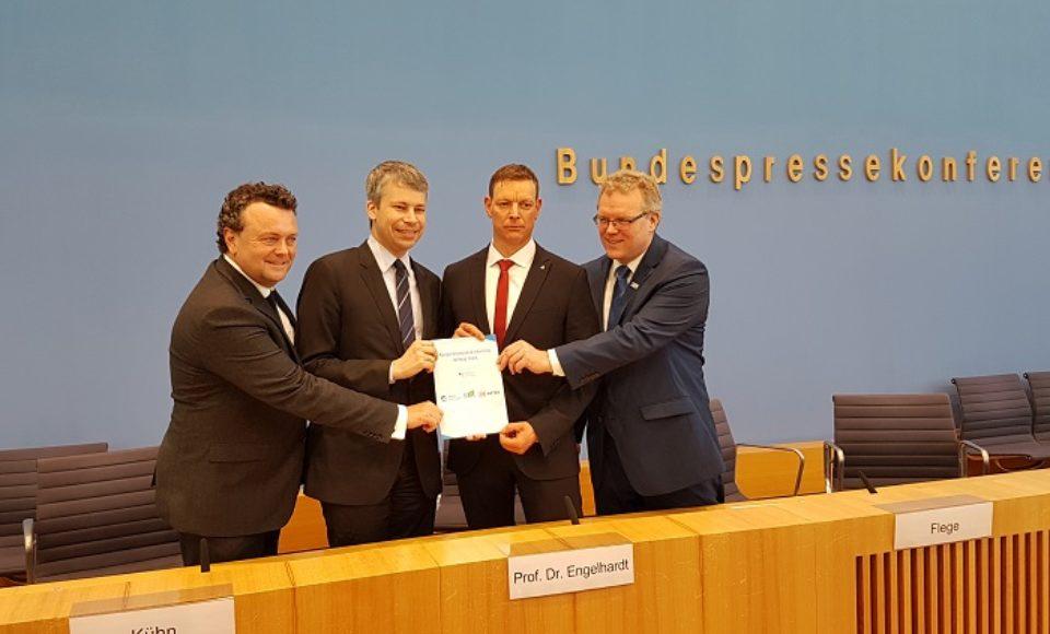 Kombinierter Verkehr: Kooperation zwischen BGL, Allianz pro Schiene und DB
