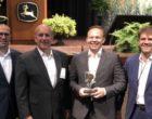 DHL gewinnt zum 5. Mal in Folge den John Deere Award