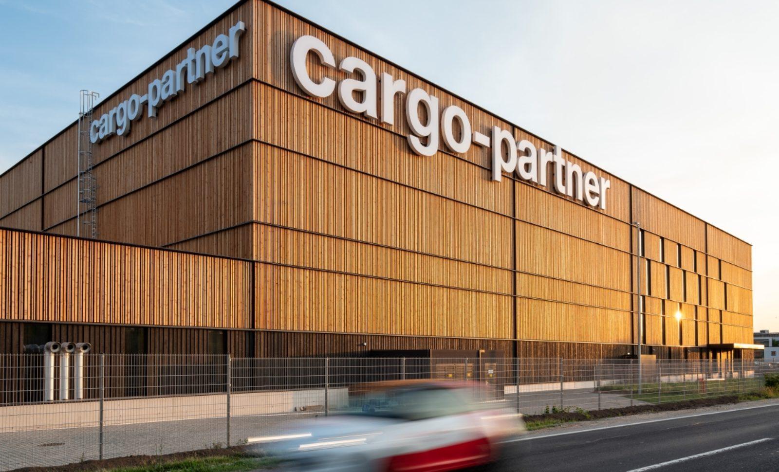 cargo-partner bietet effiziente Ersatzteillogistik für ENGEL im neuen iLogistics Center beim Wiener Flughafen