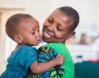 Statt Weihnachtsgeschenke: Elvis baut Entbindungsstation in Tansania