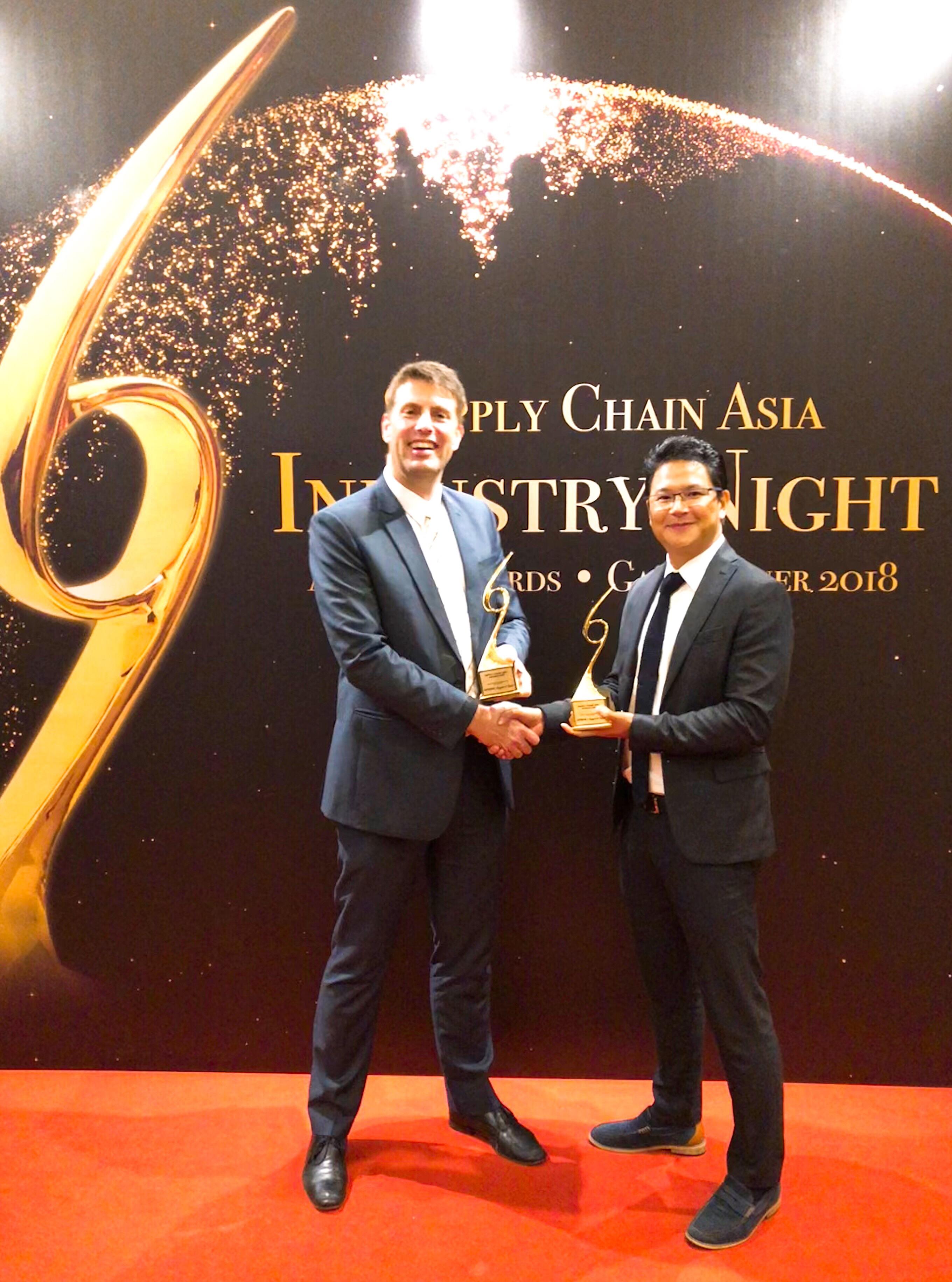 Hohe Auszeichnung: Pepperl + Fuchs und WITRON erhalten in Asien wichtigen Award