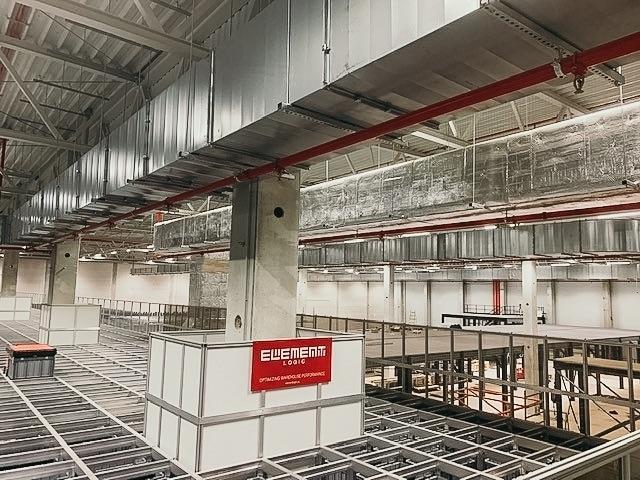 AutoStore Grid und Roboter