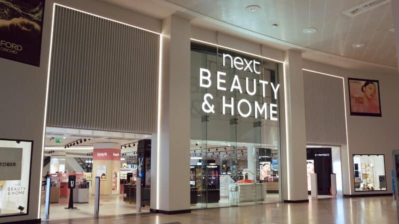 Der UK-Retailer NEXT baut die Kapazität seiner Online-Plattform mit innovativen Systemlösungen von KNAPP aus